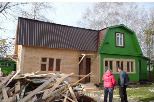 Пристройки к деревянному дому с ломаной крышей 183